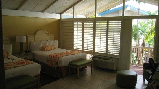 Best Western Plus Yacht Harbor Inn: Zimmer mit Blickrichtung Balkon
