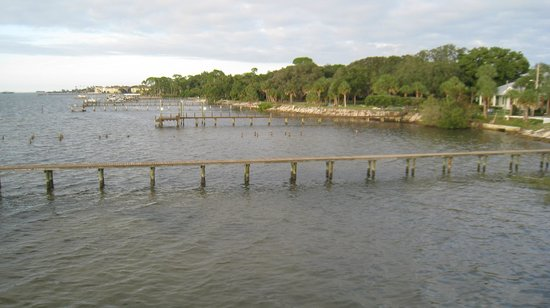 Best Western Plus Yacht Harbor Inn: Blick von der Veranda Richtung Uferweg