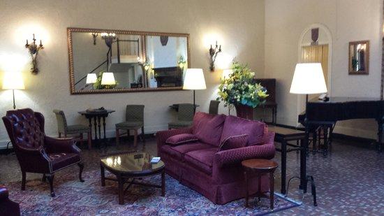 Cardinal Hotel: Saguão