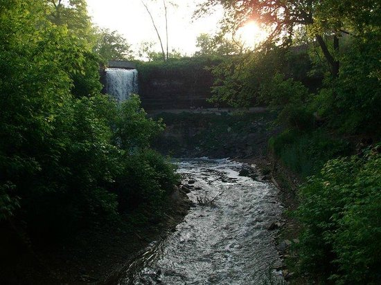 Minnehaha Park: On the way to the Wading Pool