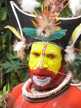 Goroka, Papua New Guinea: Huli wigman