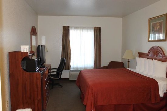 Quality Inn near Fort Riley : King Guestroom