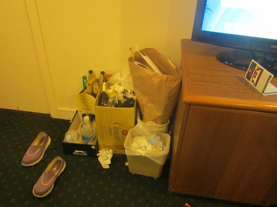 Grand Chancellor Melbourne: the pile up of rubbish because our room wasnt cleaned!
