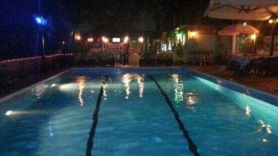Manuela's Residence: la piscina del manuela recidsnce