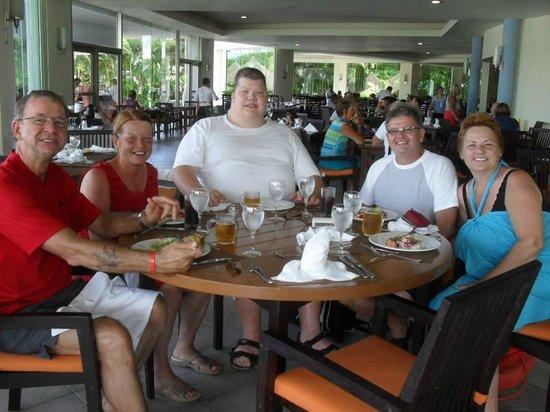 Bon repas entre amis picture of grand riviera princess for Bon repas entre amis
