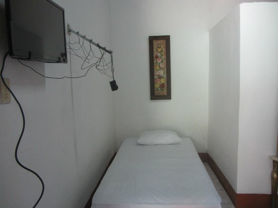 Hospedaje & Cafe Ruiz : Extra single bed in corner of room
