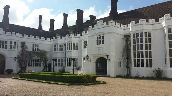 Danesfield House Hotel And Spa: Main Entrance