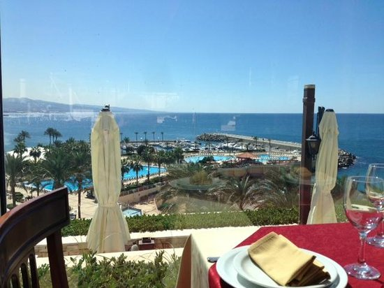 Mövenpick Hotel Beirut : вид с окон ресторана Burj Al Hammam