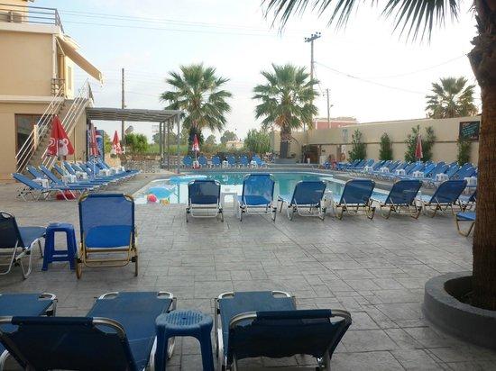 Bozikis Apartments: pool