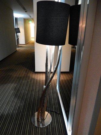 Esplendor Mendoza: Branch lamp in hallway