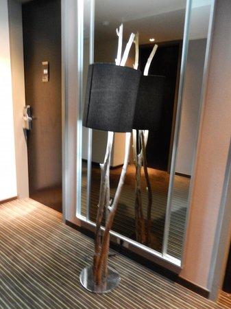 Esplendor Mendoza: lamps made from branches in hallway