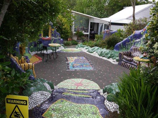 L'Arte Cafe: Mosaic Garden
