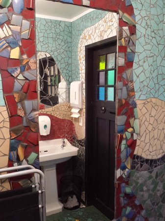 L'Arte Cafe: Bathroom