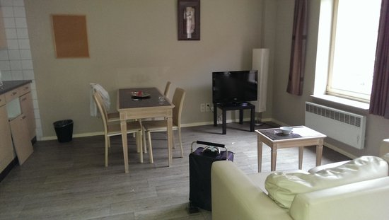 Ambassador Suites Antwerp: kitchen