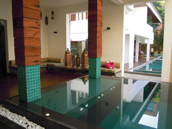 Colombo Courtyard : プール