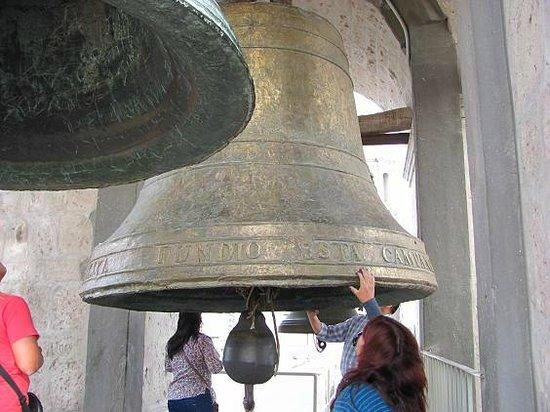Museo de la Catedral de Arequipa: CAMPANAS GIGANTES