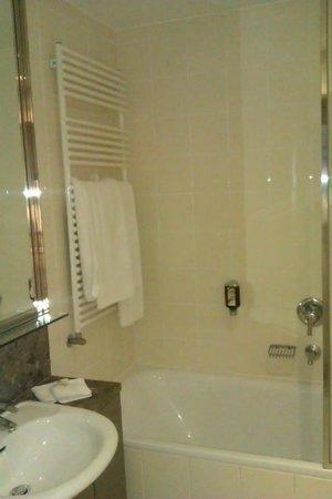 Adina Apartment Hotel Budapest : Bathroom