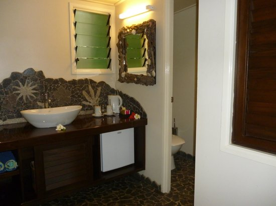 Seabreeze Resort: strange place for only mirror in room 3