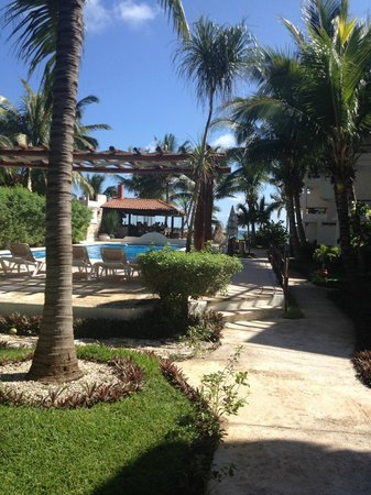 Petit Lafitte: Standing in the dinng room looking toward the pool and beach