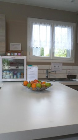 Roissy Chambres B&B: Modern Kitchen