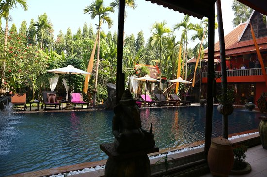 Golden Temple Hotel: The Pool