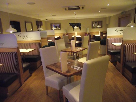 Эйрдри, UK: Hartys Grill Room