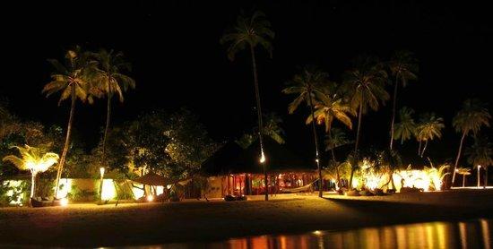 Constance Halaveli: Restaurant & Bar @ night