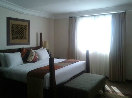 The African Regent Hotel: Bed