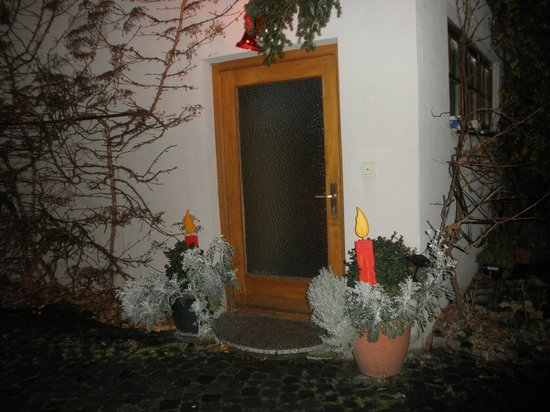 Hotel Garni Kreuzerhof : The entry to a group of rooms including ours