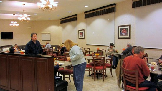 Drury Inn & Suites Dayton North: Dining area