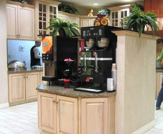 Drury Inn & Suites Dayton North: Coffee and juices