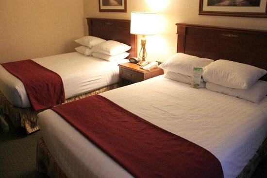 Drury Inn & Suites Dayton North: Great beds and pillows