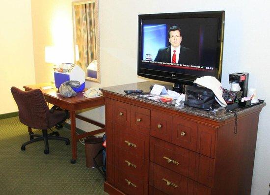 Drury Inn & Suites Dayton North: View of the room