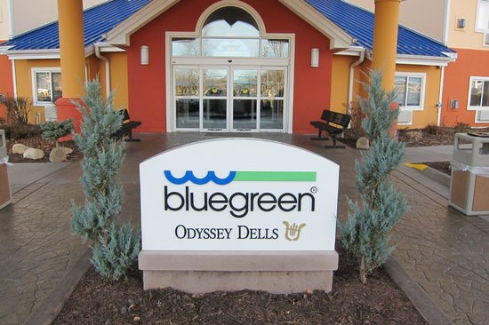 BlueGreen Odyssey Dells: Front of hotel