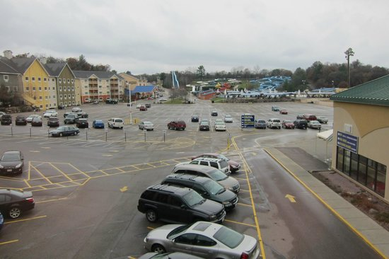 BlueGreen Odyssey Dells: View of the hotel groungs