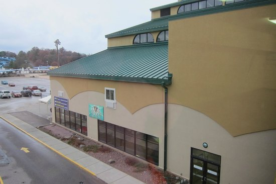 BlueGreen Odyssey Dells: Indoor waterpark view from outside