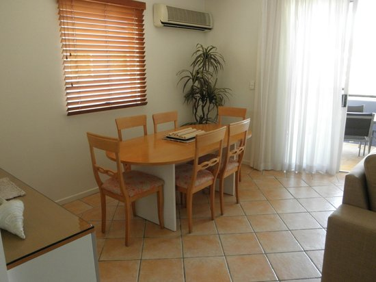 Twin Quays Noosa: Apartment dining area
