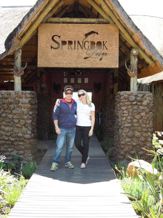 Springbok Lodge : Terry and Christy at the entrance!