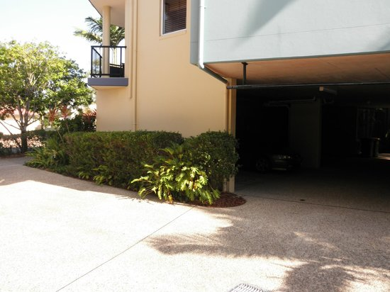 Twin Quays Noosa: Undercover parking area