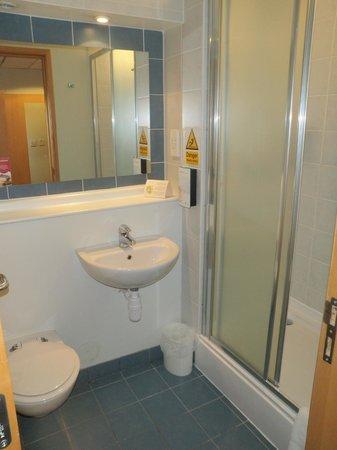 Campanile Glasgow: Bathroom