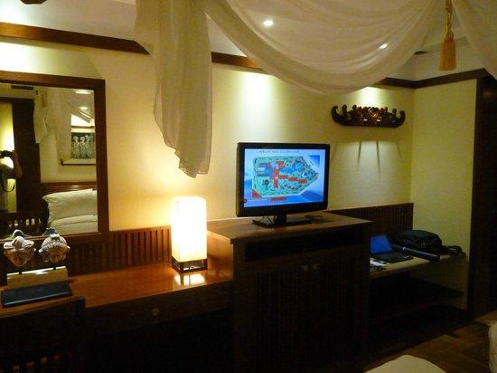 Melia Bali Indonesia: Tv and table area