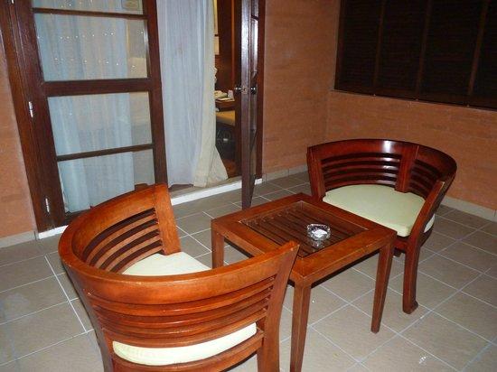 Melia Bali : Balcony sitting area
