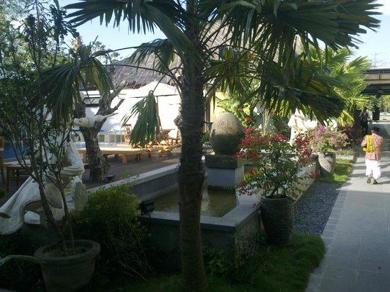 Grand Royal BIL Hotel: The Garden Fountain