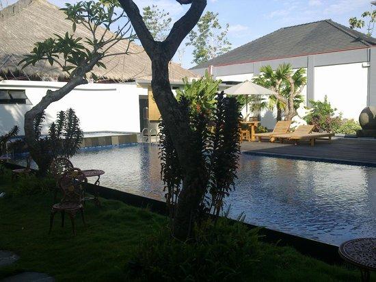 Grand Royal BIL Hotel: The Pool
