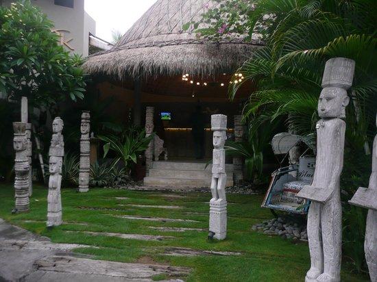 Blue Karma Hotel: Entrance to the reception