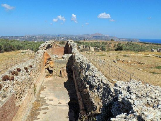Archaeological Site of Ancient Aptera: Древняя Аптера - цистерны