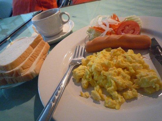 The Best Bangkok House : 朝食②卵の形は選べます。目玉焼きorスクランブル
