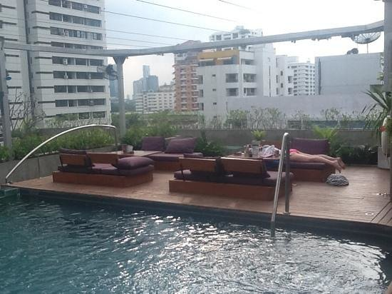 Galleria 10 Hotel Bangkok by Compass Hospitality: rooftop bar/pool/restaurant