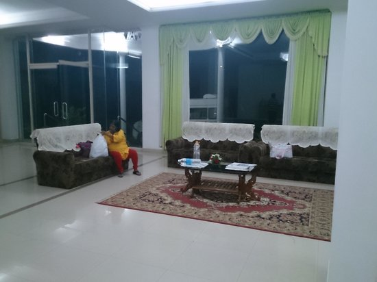 Periyar Meadows Leisure Hotel : wide foyer
