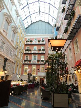 Belmond Grand Hotel Europe: Coffie bar